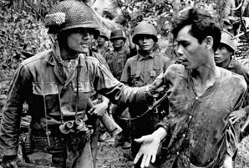 /nas/content/live/cssr/wp content/uploads/2013/01/Vietnam  americano feroce 800 COPERTINA