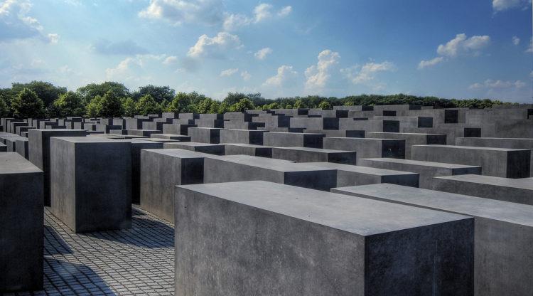 Berlino, Memoriale agli ebrei assassinati d'Europa, olocausto reinterpretazione eurocentrica