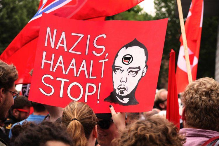 Combattere glorificazione nazismo neonazismo