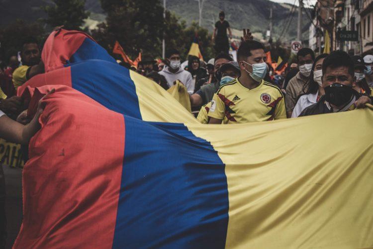 i manifestanti in Colombia rompono gli schemi